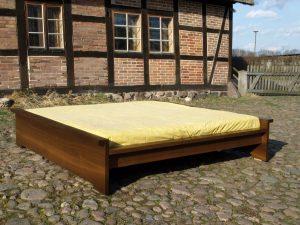 Bett 6 aus Vollholz Möbeln der Tischlerei Rieckhoff in Bleckede