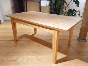 Tisch aus Massivholz von der Tischlerei Rieckhoff